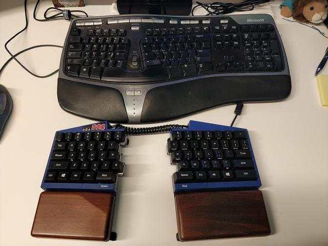 Comparison of the UHK with my old Microsoft Ergonomic keyboard.